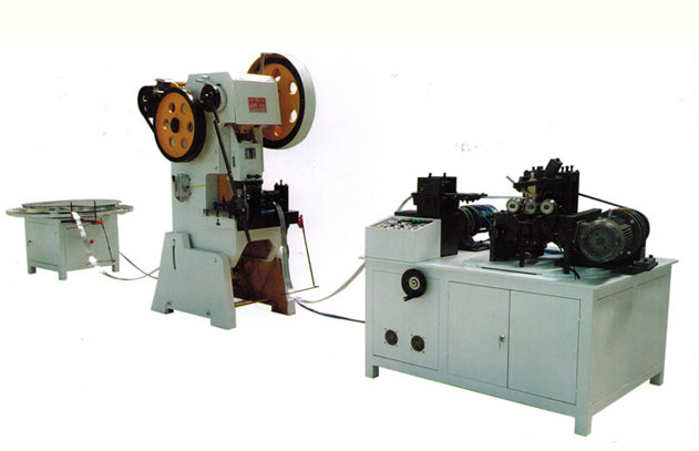 Spiral tube forming machine for oil filter