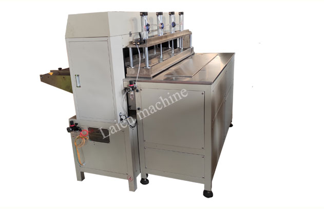 Automatic wire mesh pleating machine